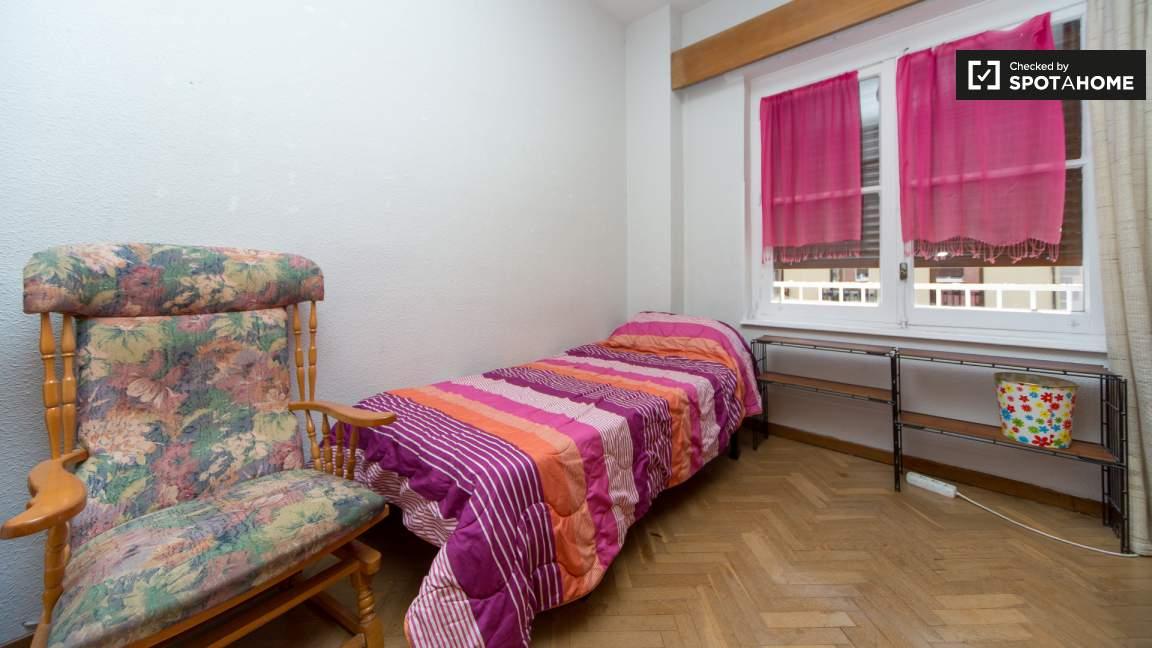 Bedroom 4 single bed