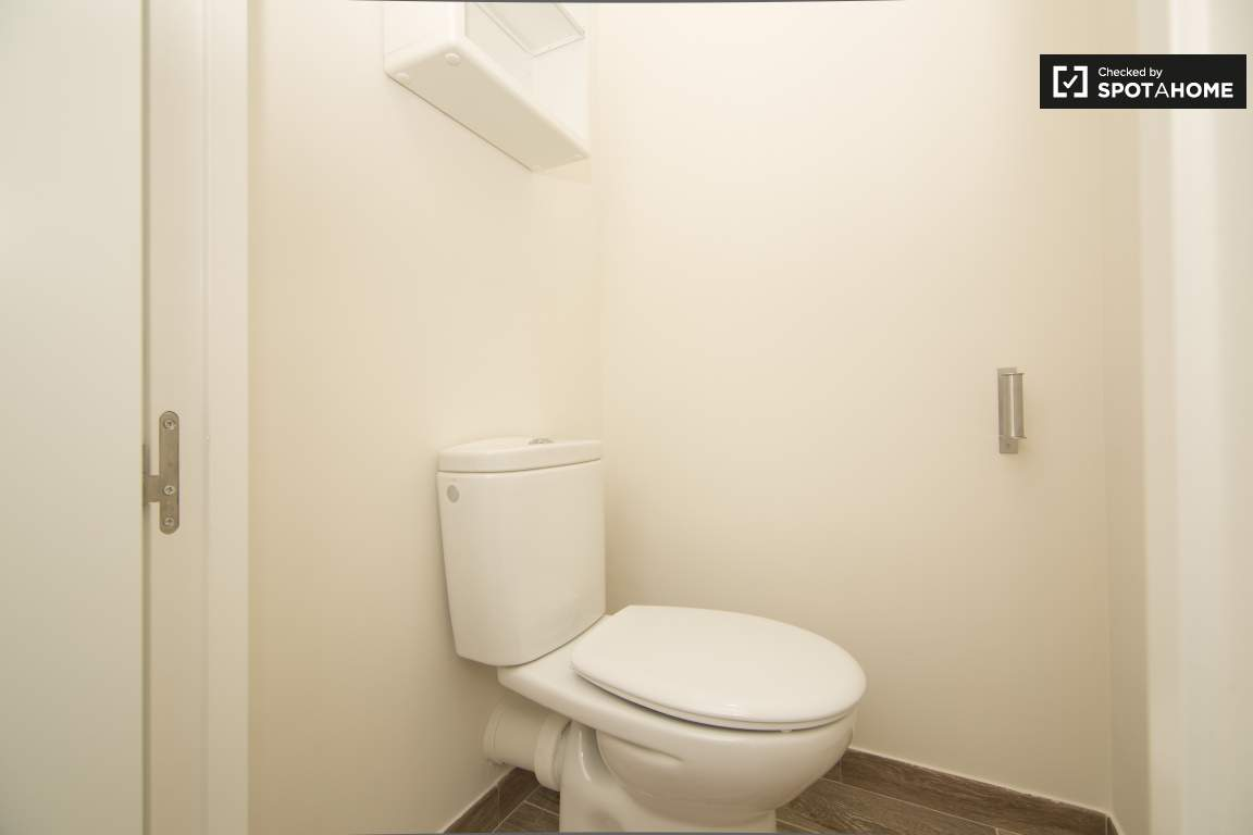 Bathroom 1 and 4