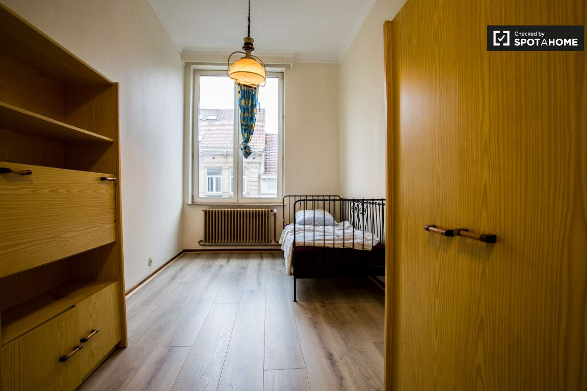 Single Bedroom Single Bed In Rooms For Rent In A 5 Bedroom Apartment In Ixelles