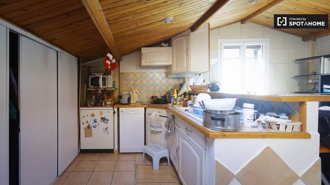 Kitchen (2nd floor)