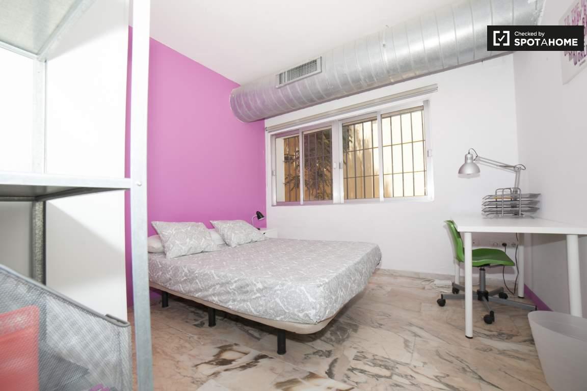 Bedroom 286
