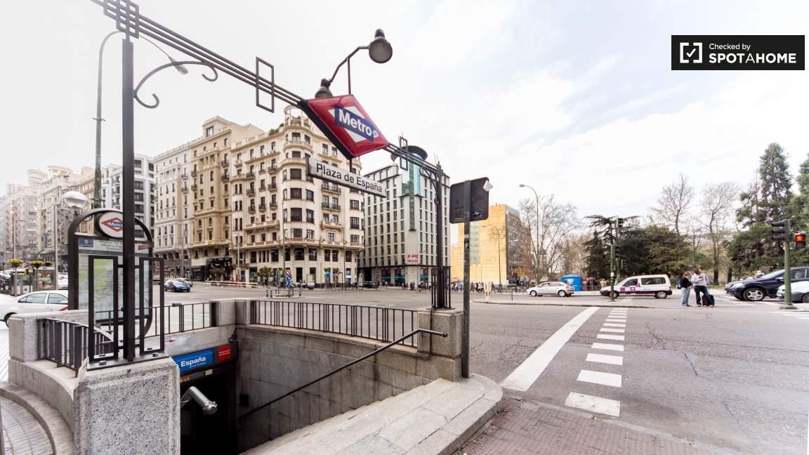 Near to Plaza España