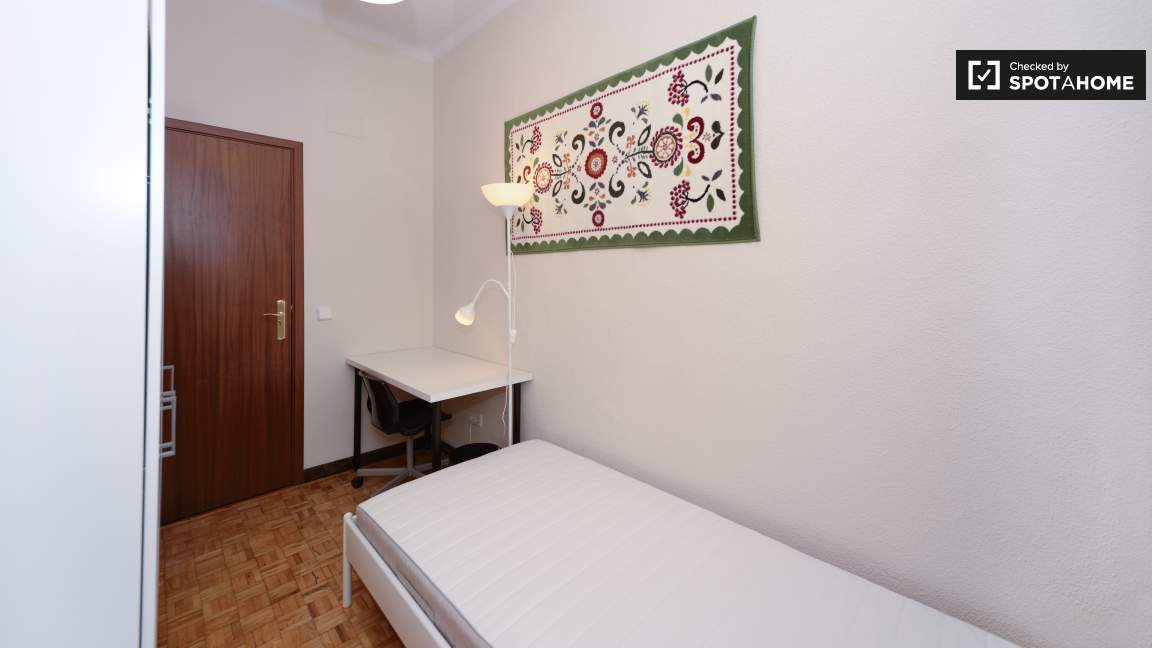 Room 5 Single Bed 80784