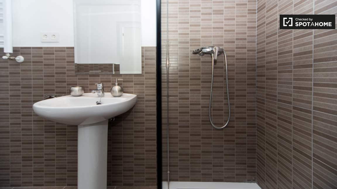 Ensuite bathroom (bedroom 26)