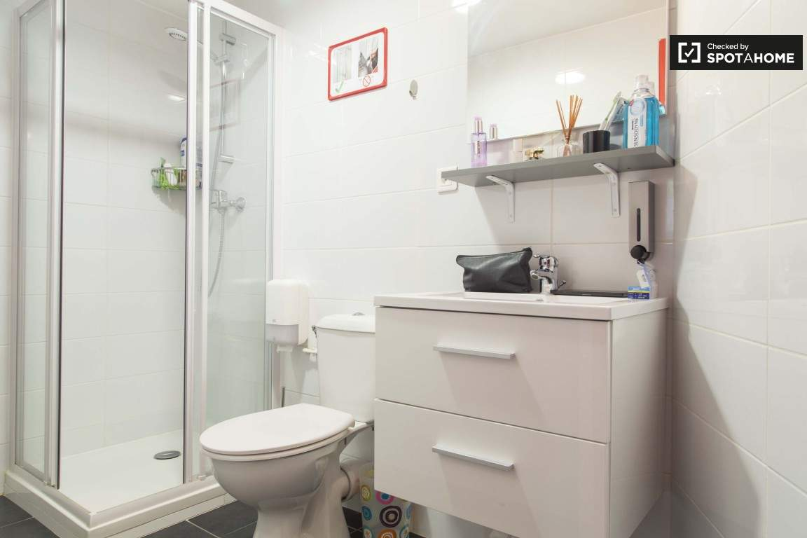 Bathroom (Vieux Lyon)