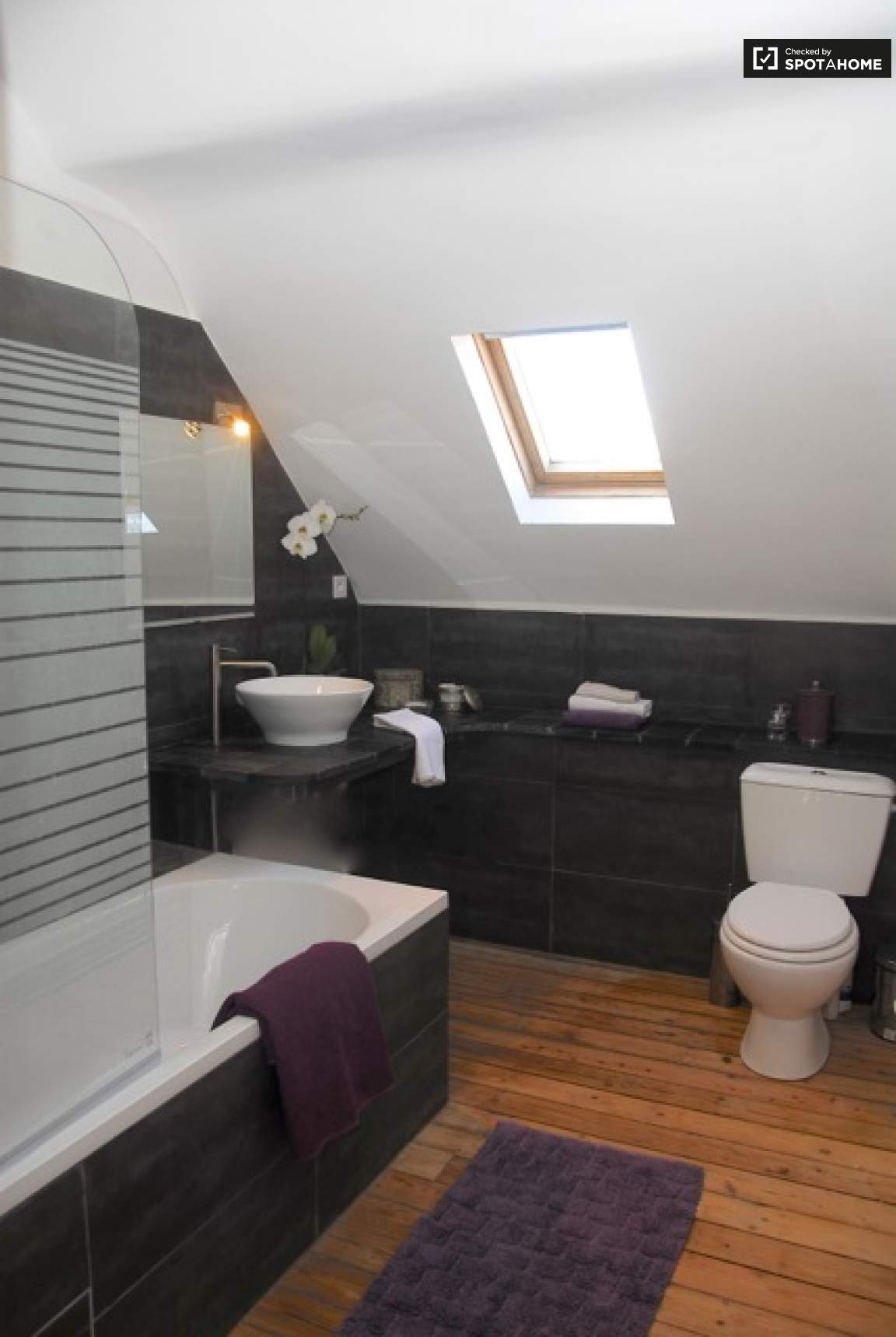 Bedroom 7 ensuite
