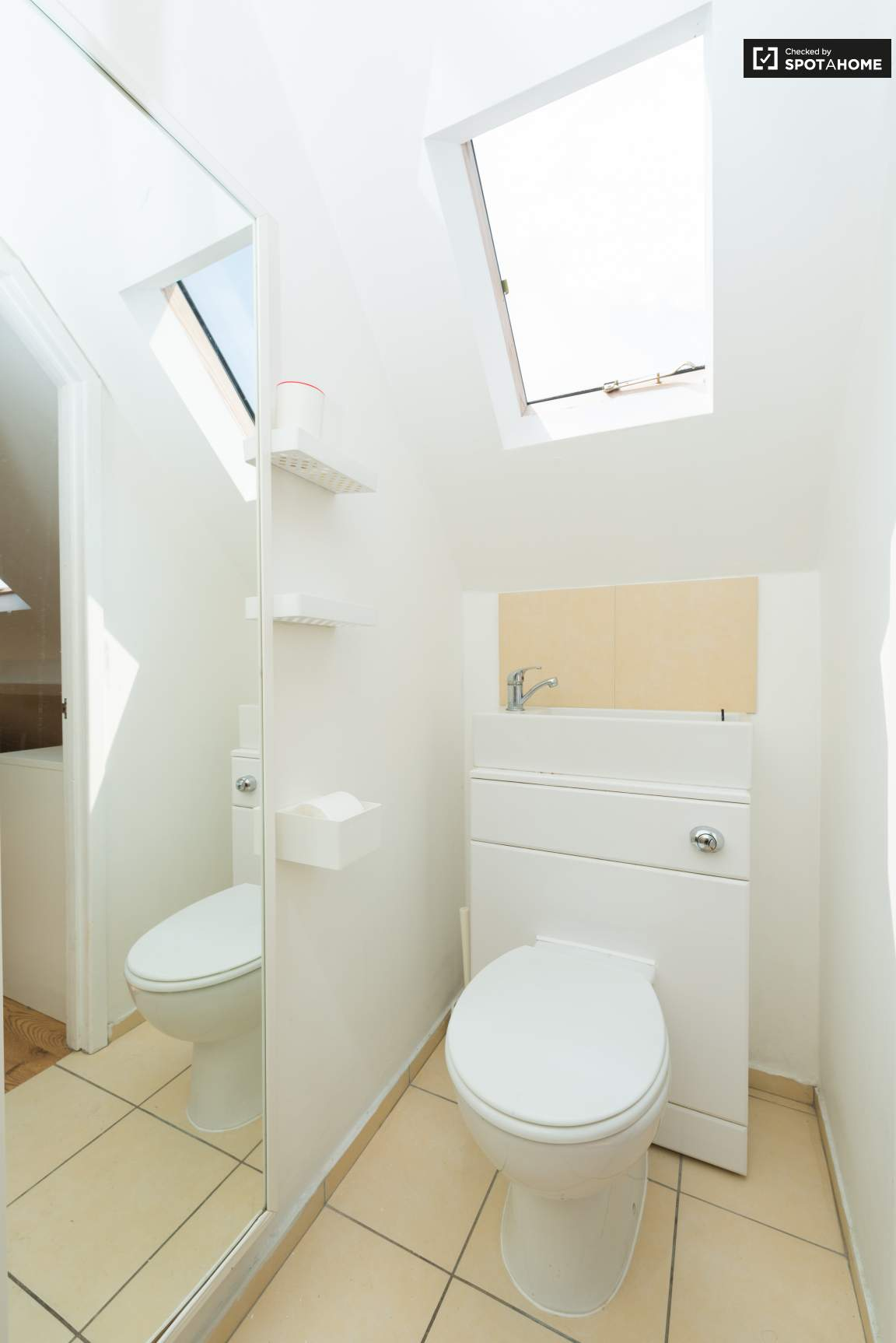 Ensuite bathroom (G)