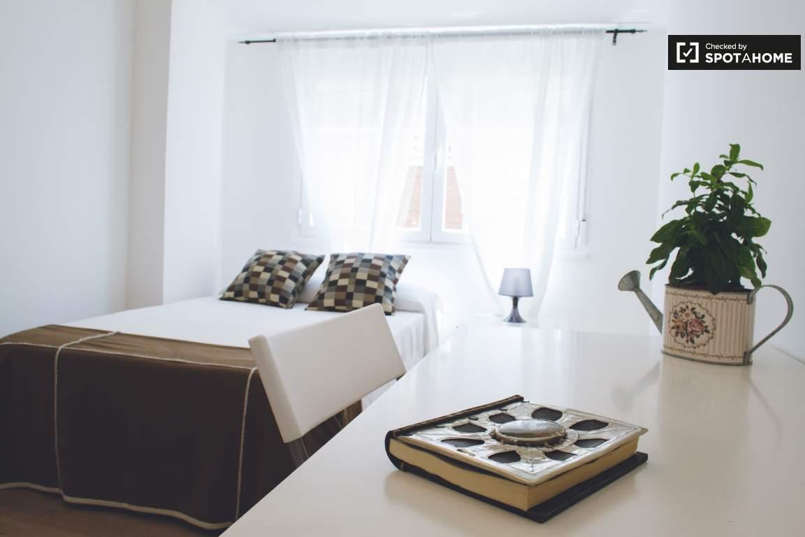 Bedroom 1 (Marlo)