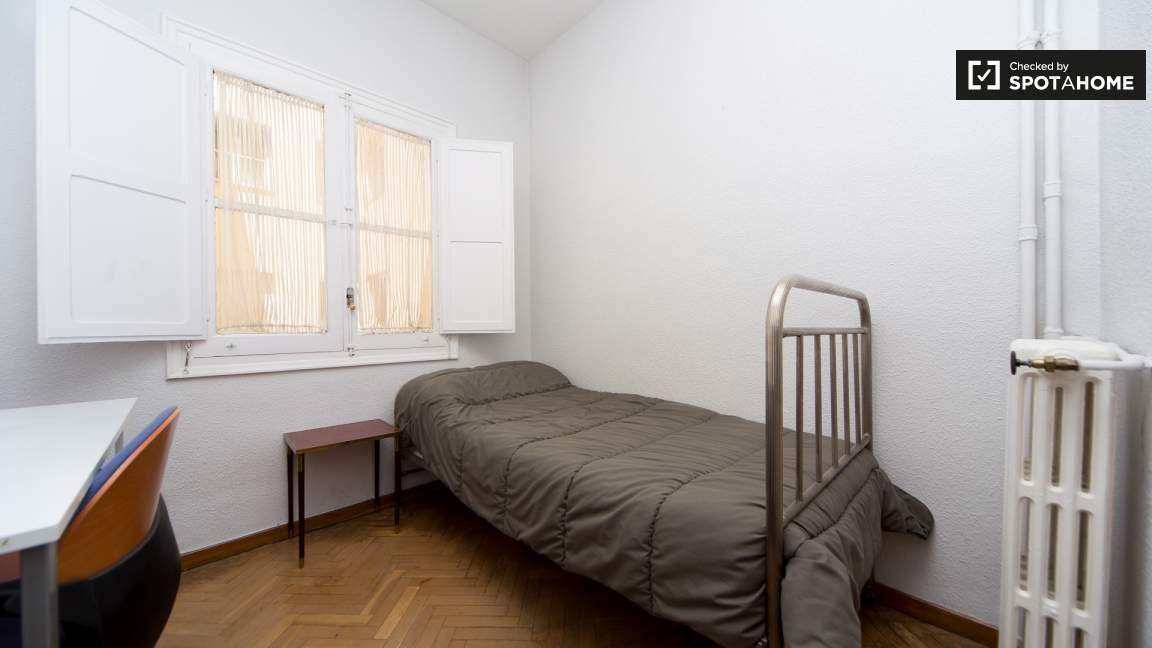 Bedroom 3 single bed