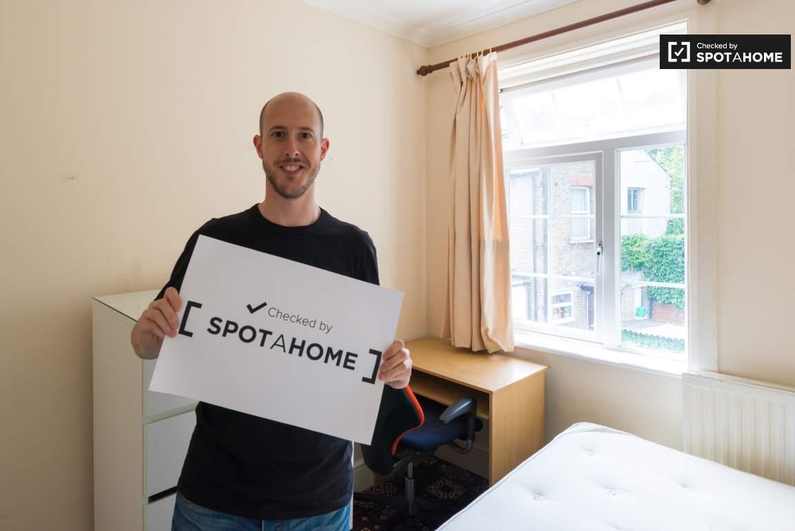 Checked by Jonatan from Spotahome!