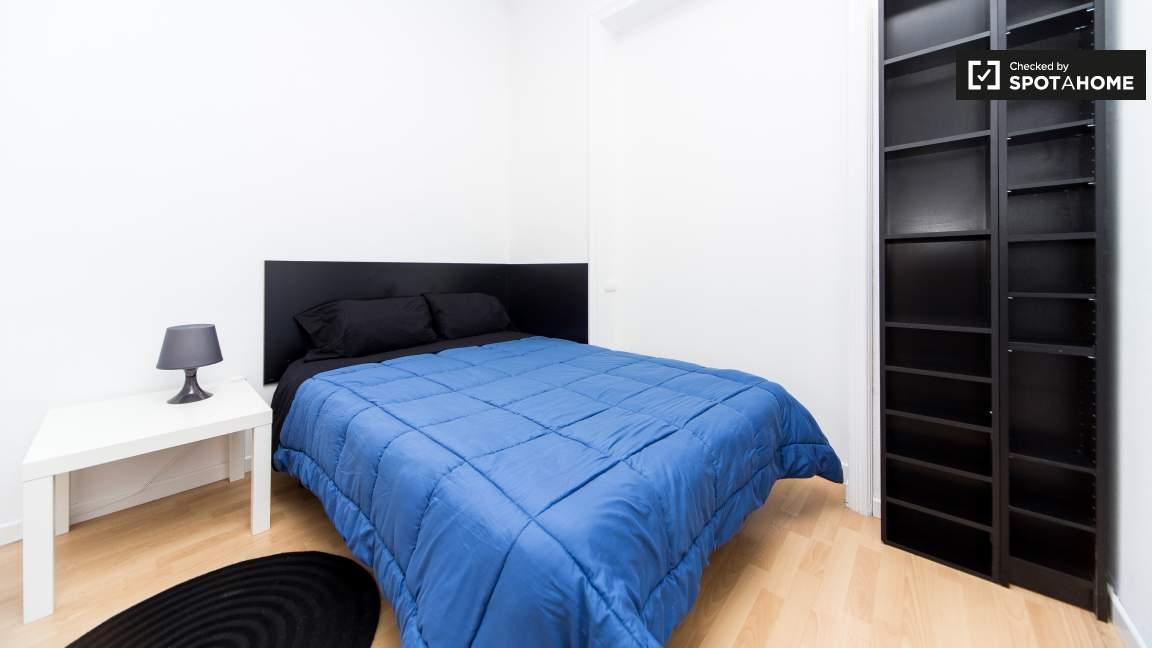 Room 6 - Double bedroom