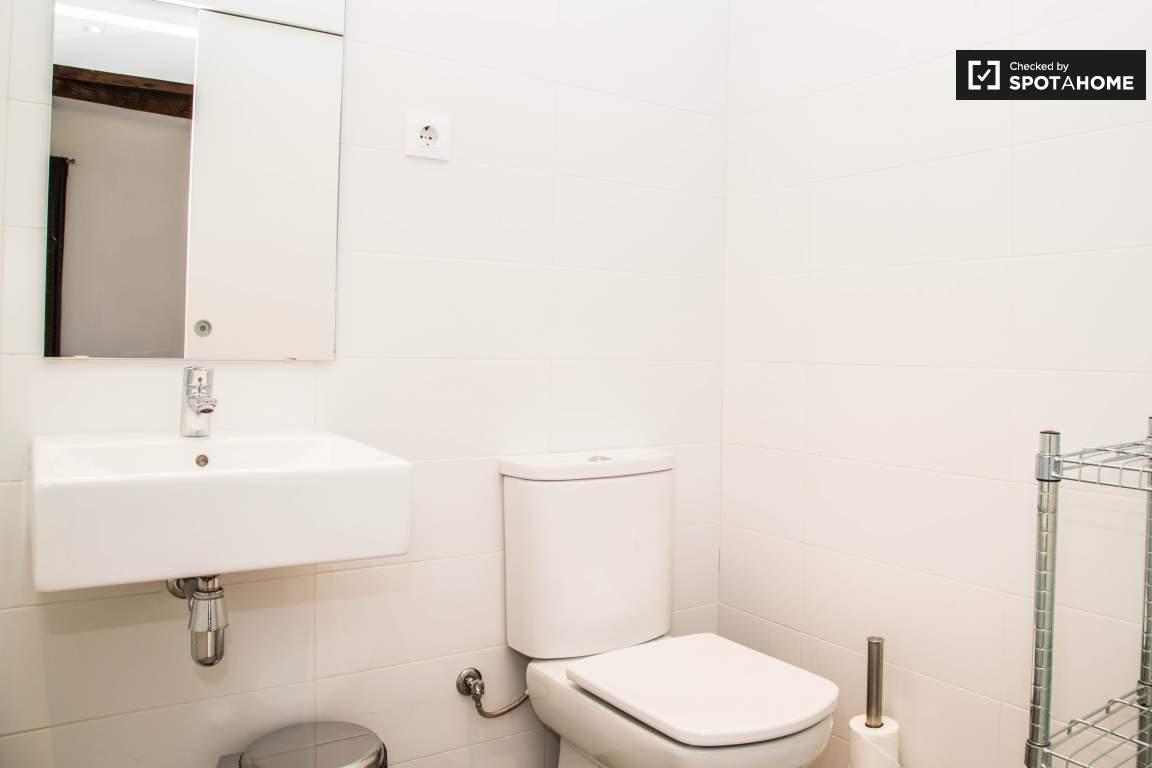 BATHROOM BEDROOM 1 B