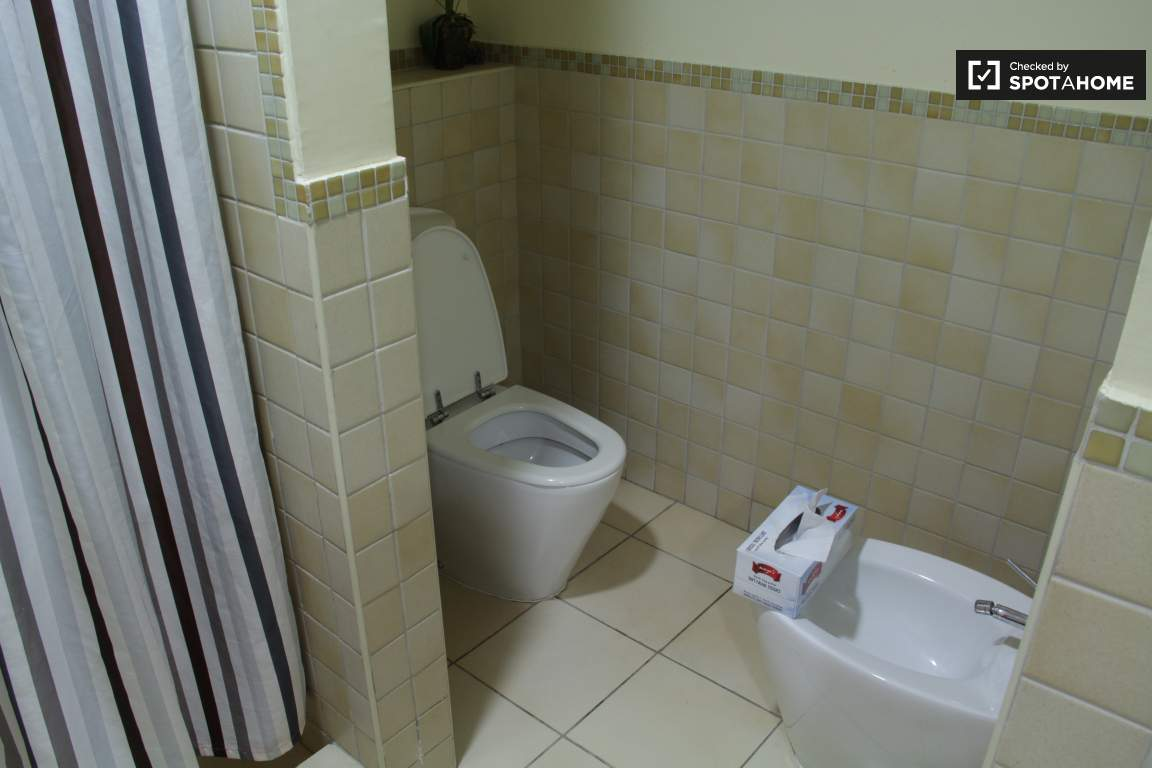 Bedroom 6 Ensuite Bathroom