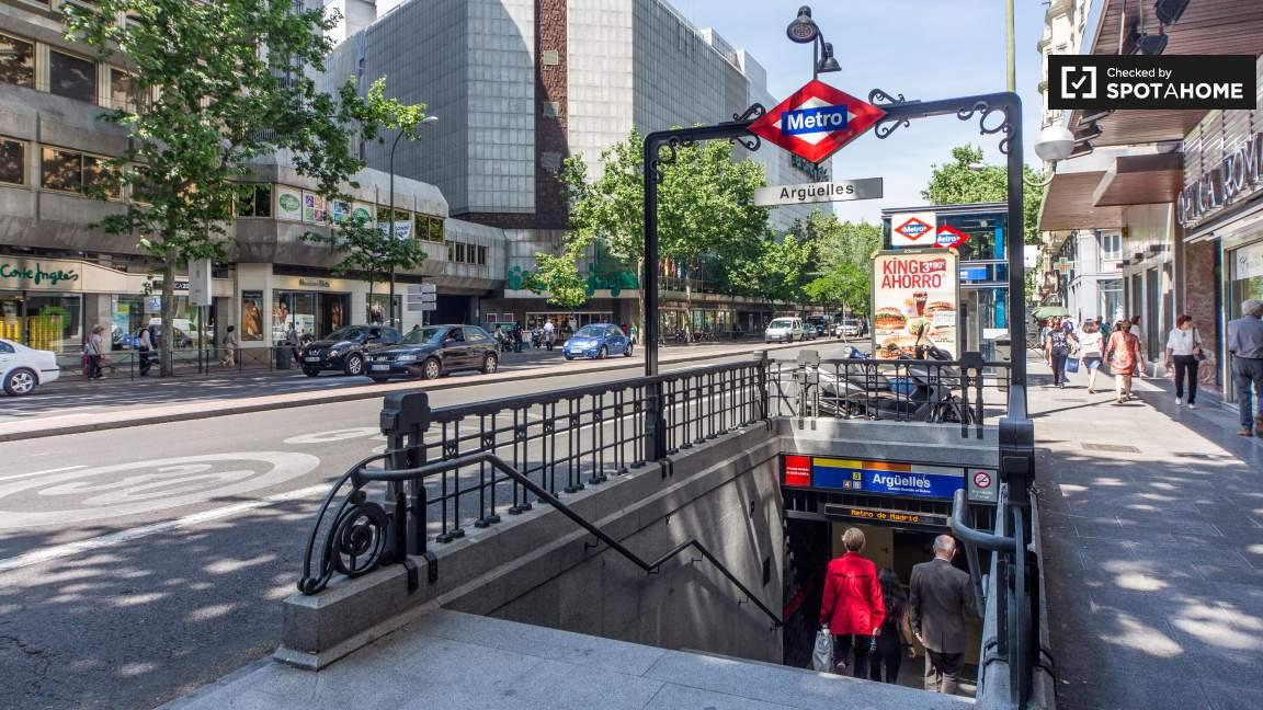 Street view (metro station)