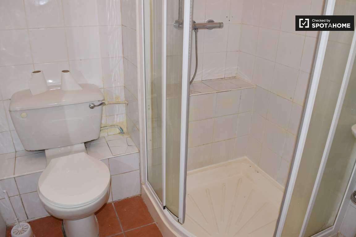Bathroom for bedrooms 18 & 19