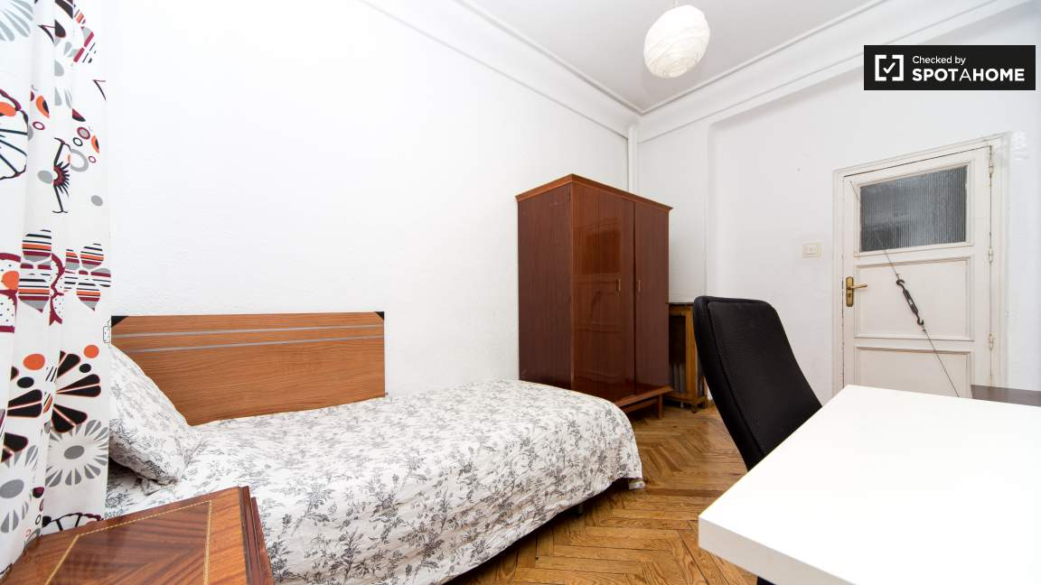 Single Bedroom with desk 3 (access to balcony)