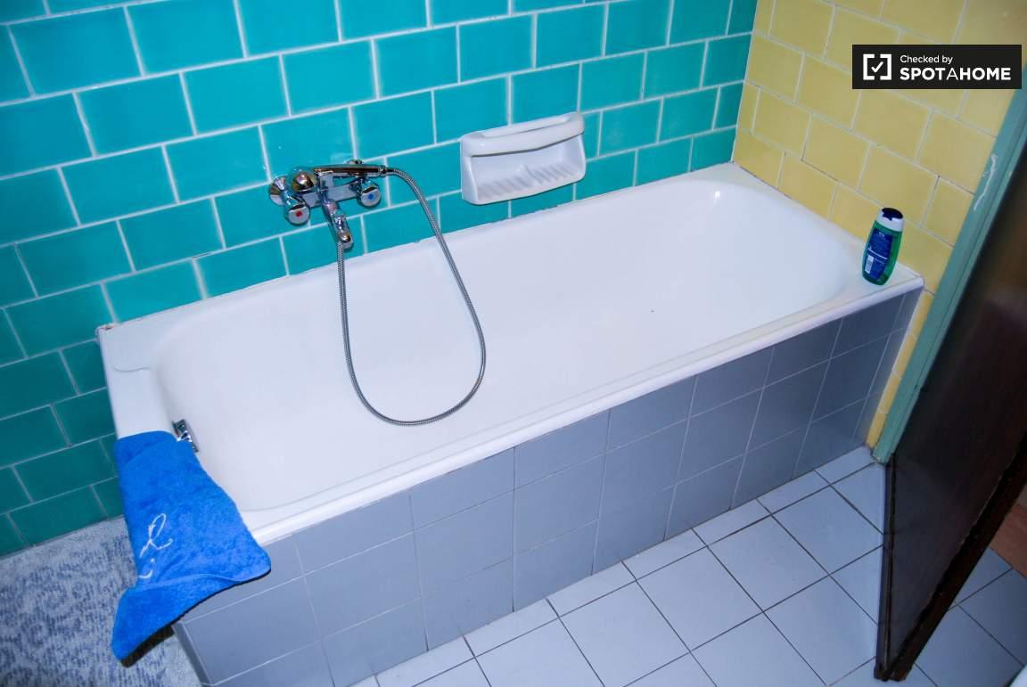 Bathroom 02