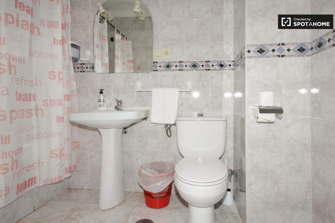 Bathroom for Room 4