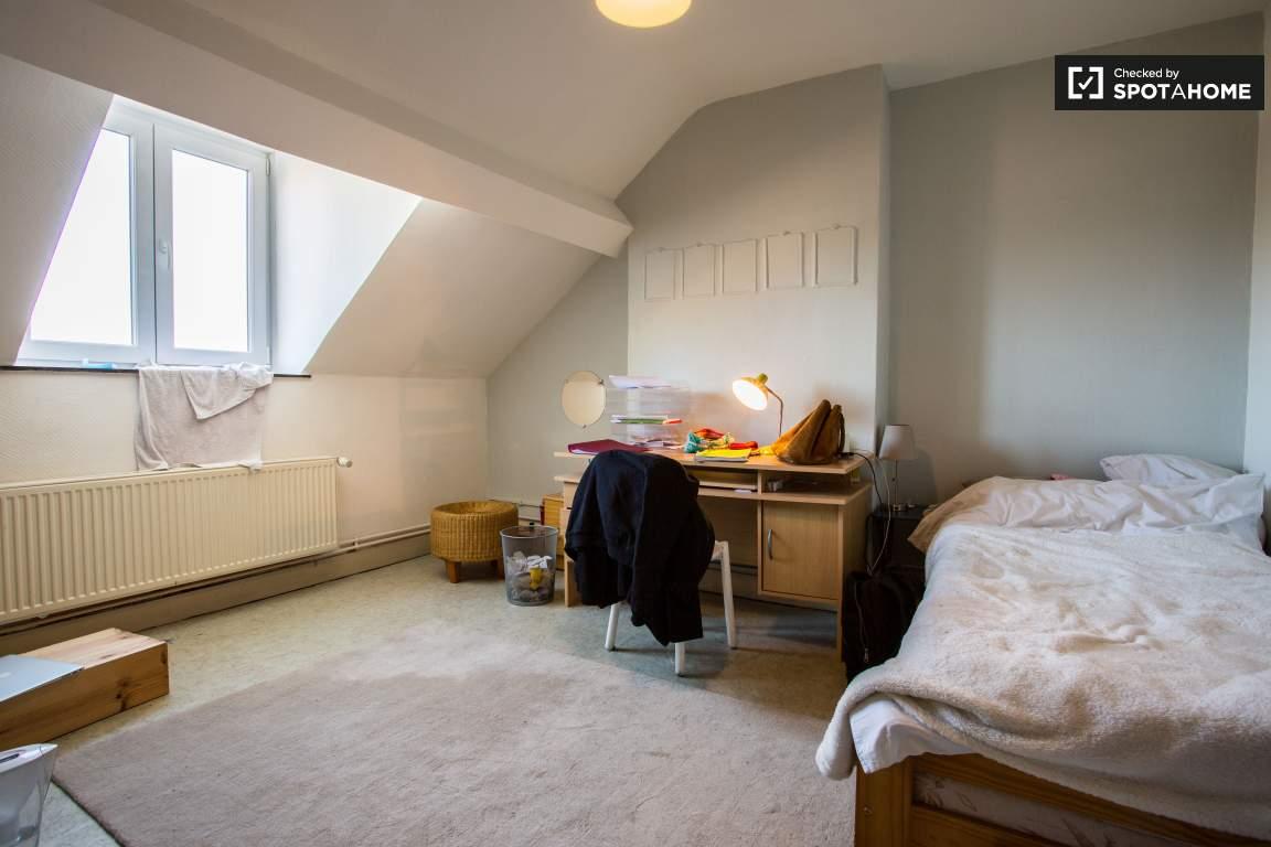 Bedroom 8 (upper floor)