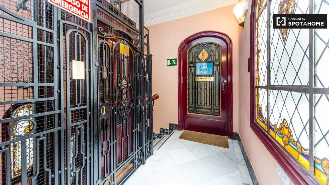 Entrance & Elevator