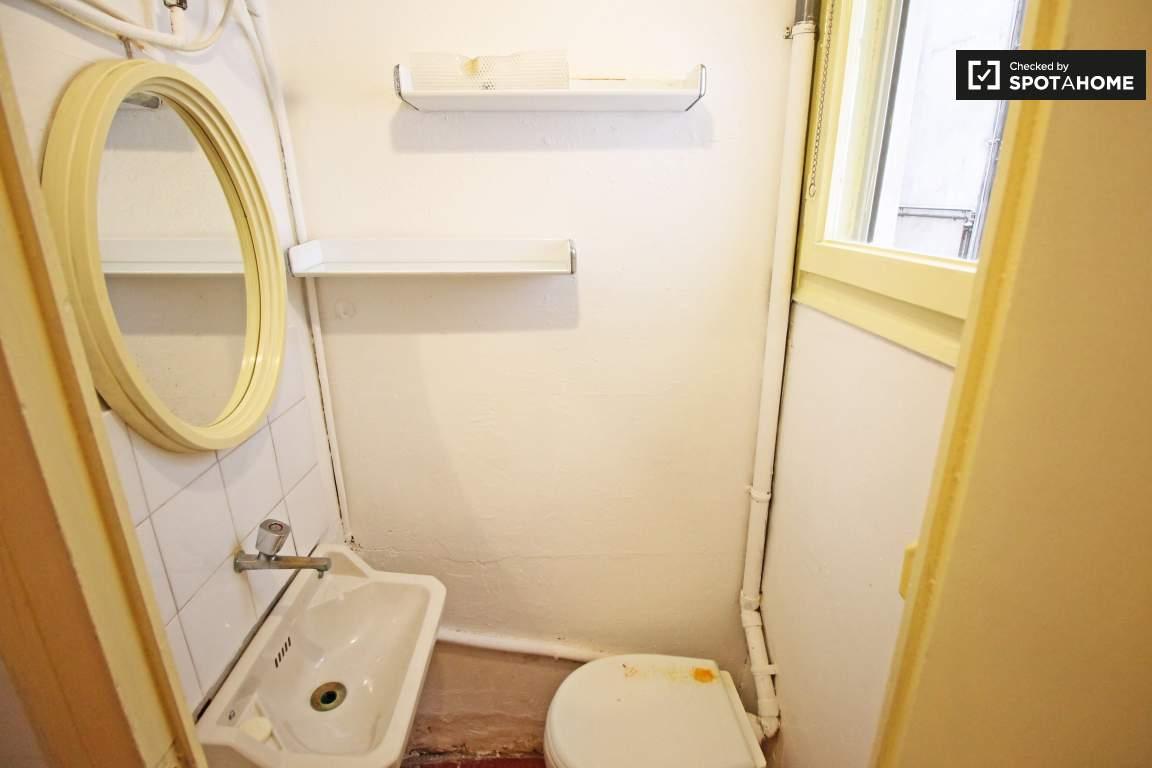 Bedroom 2 toilet room