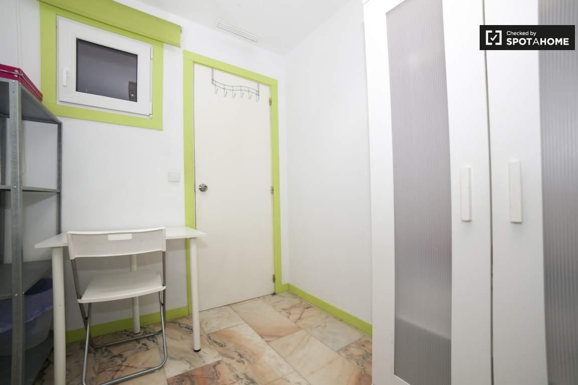 Bedroom 289