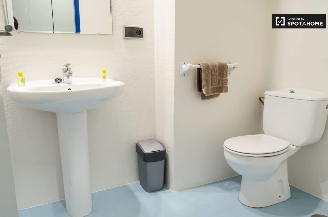 Double single bedroom bathroom
