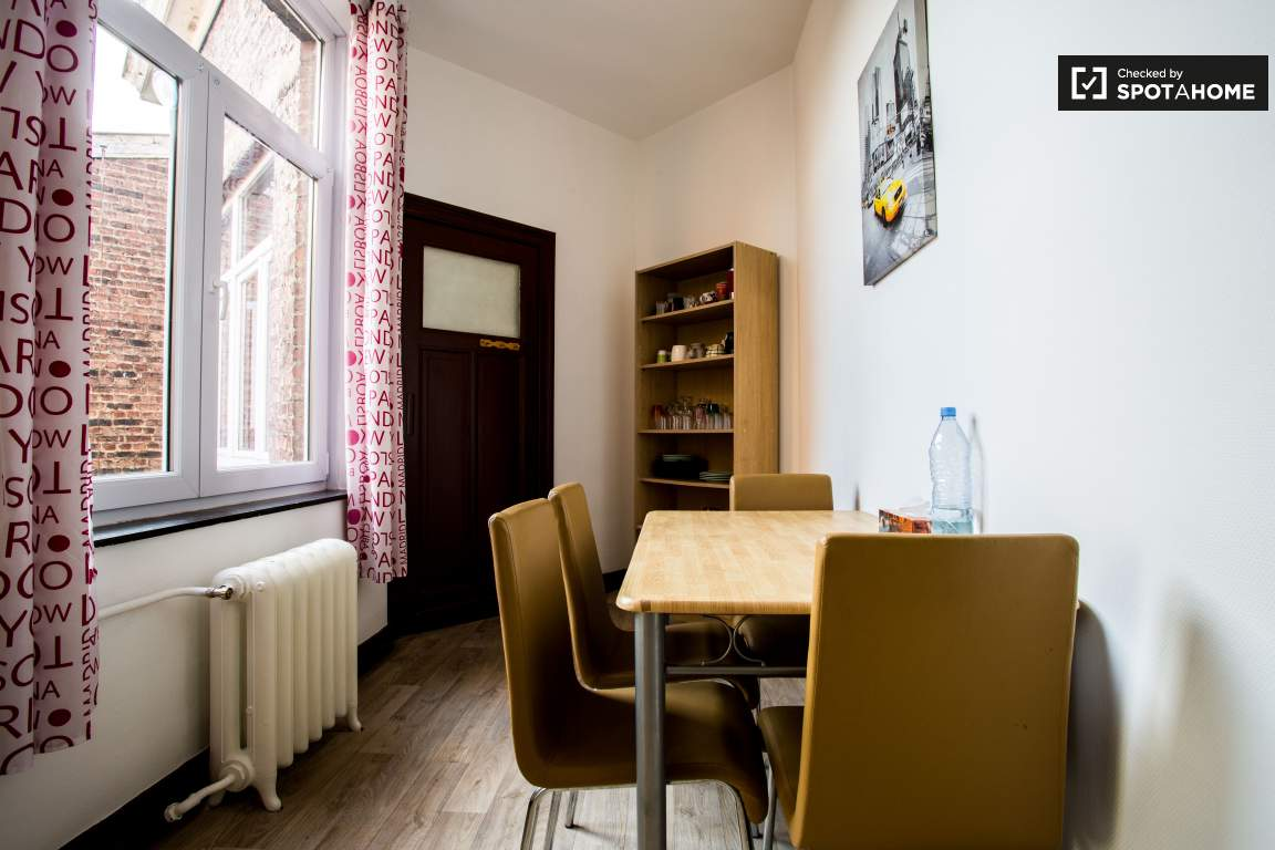 Dining room (lower floor)