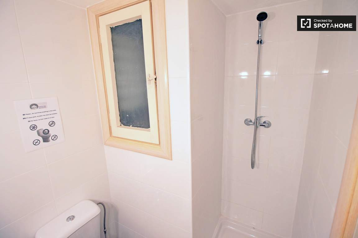 Ensuite (Bedroom 3)