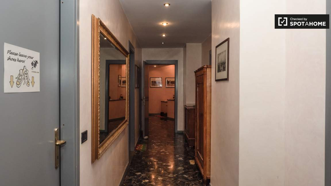 Corridor and bedrooms access