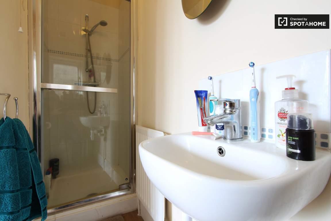 Ensuite bathroom / Bedroom 2