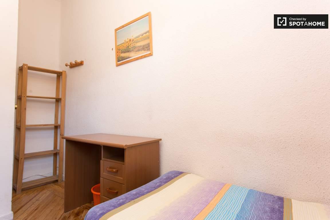 Bedroom 5 Desk