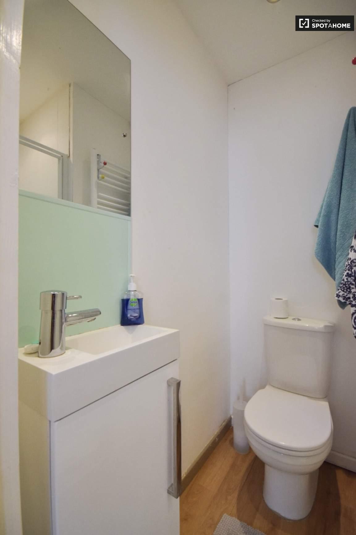 Bathroom for Bedroom 3