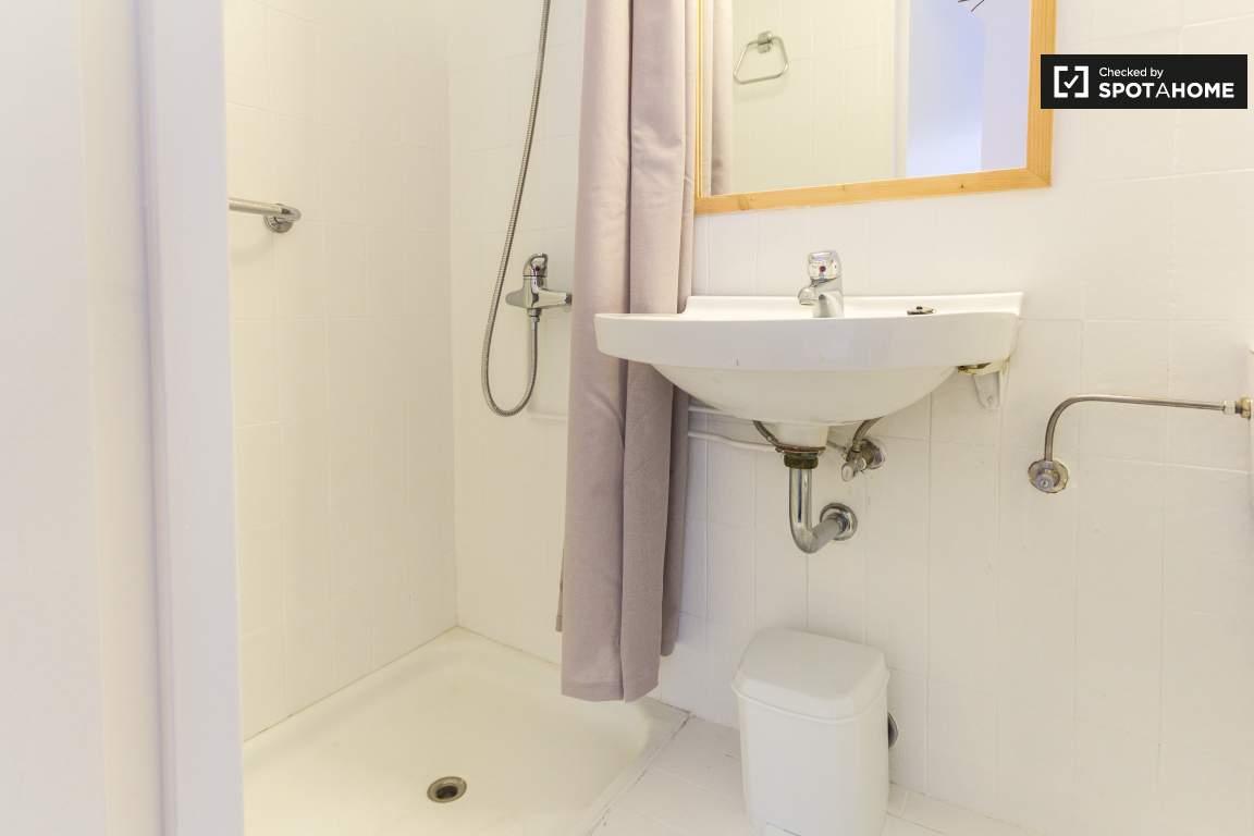 Bronze Room Private Bathroom