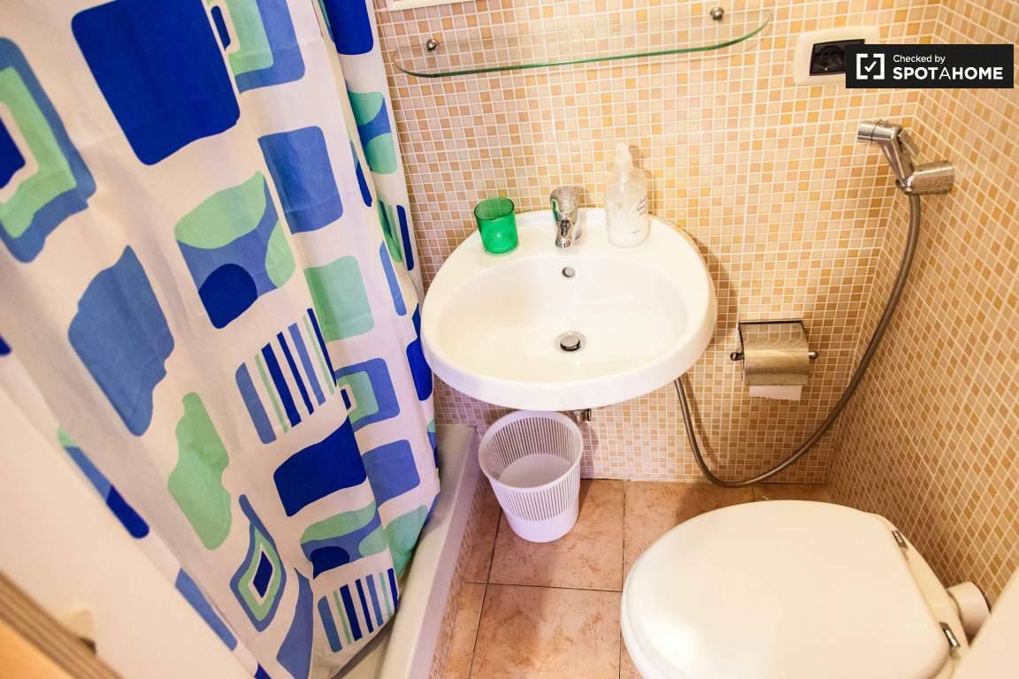 Bathroom 3 (in bedroom 3)