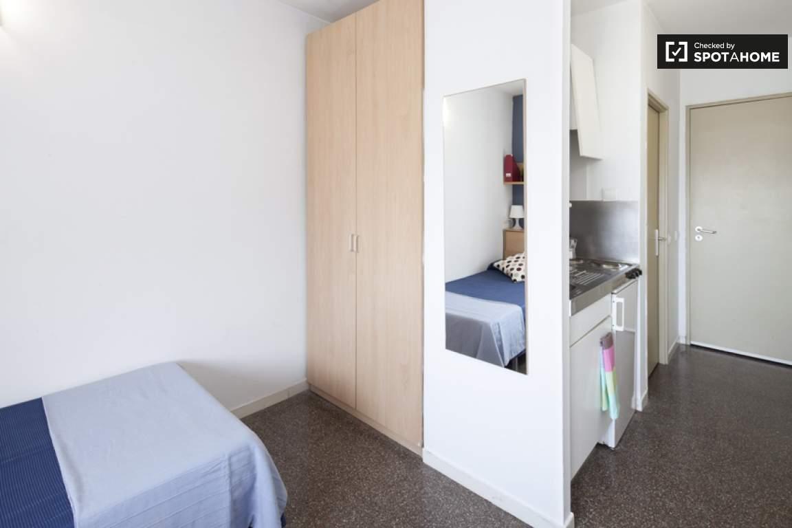 Single bedroom with kiitchen