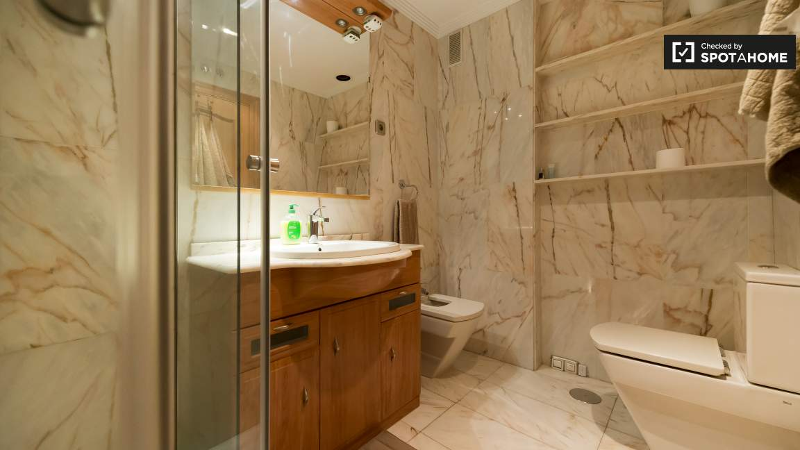 En-suite bathroom for Bedroom 1