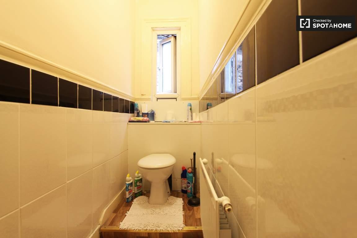 Toilet lower floor