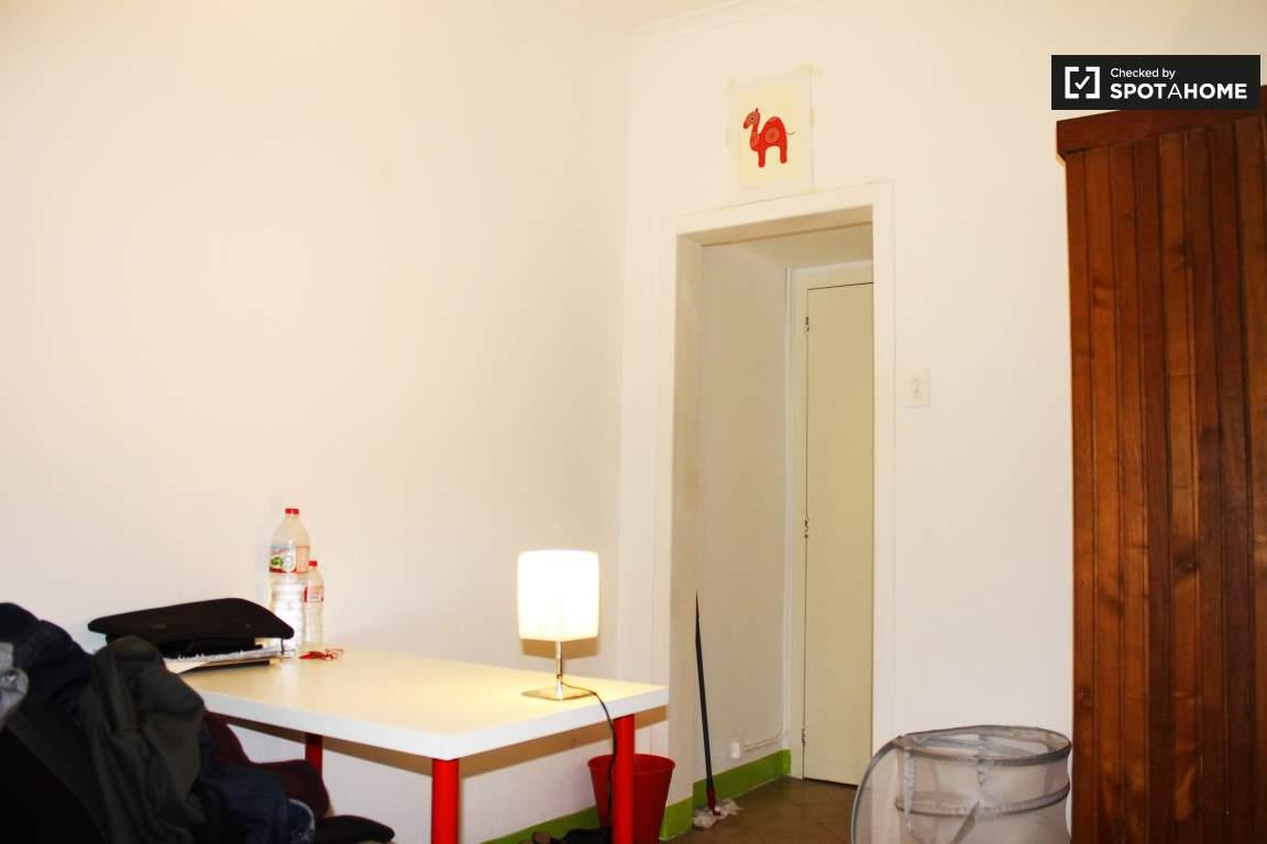 Bedroom 6 Desk