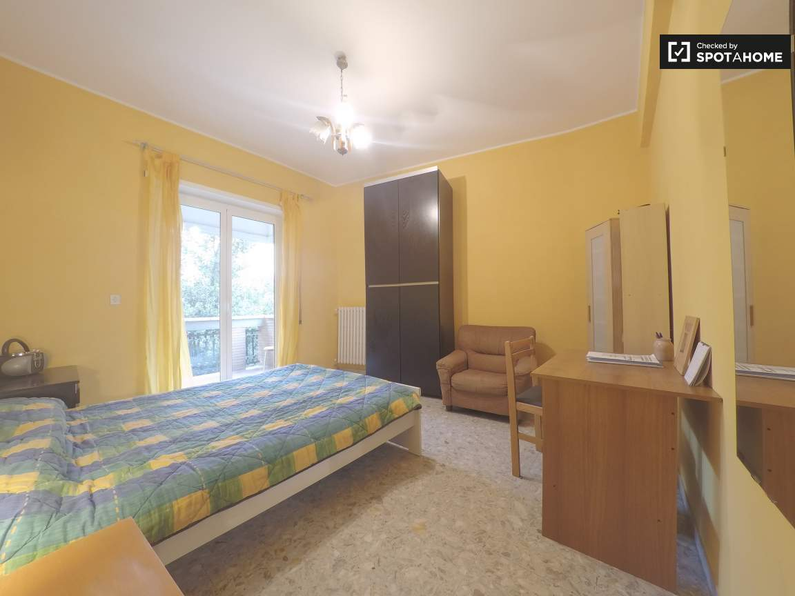 Double bedroom 4 with private balcony