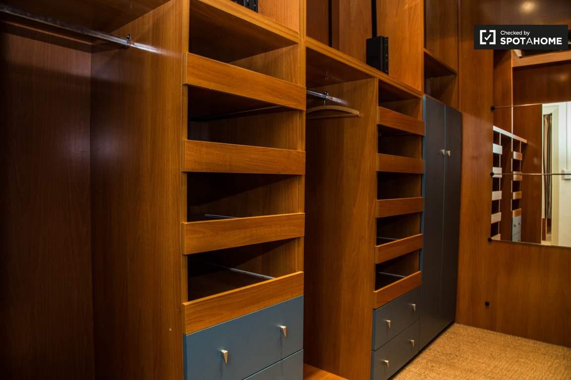 Closet Bedroom 1