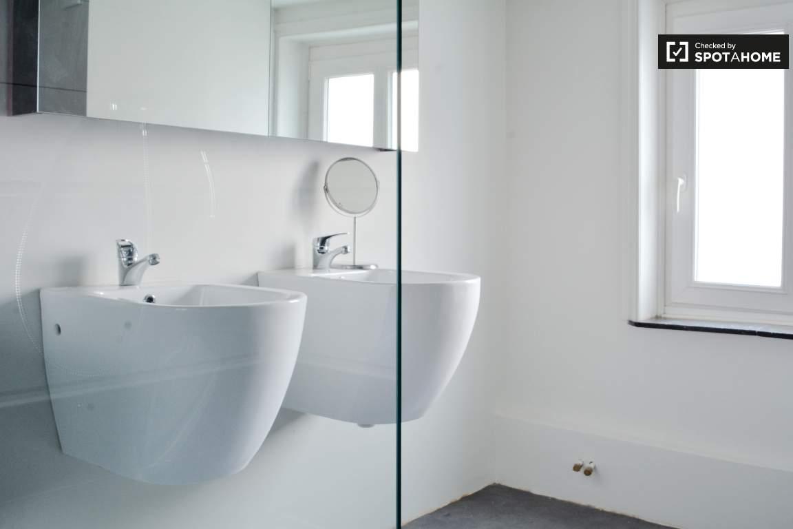 bathroom bedroom 5