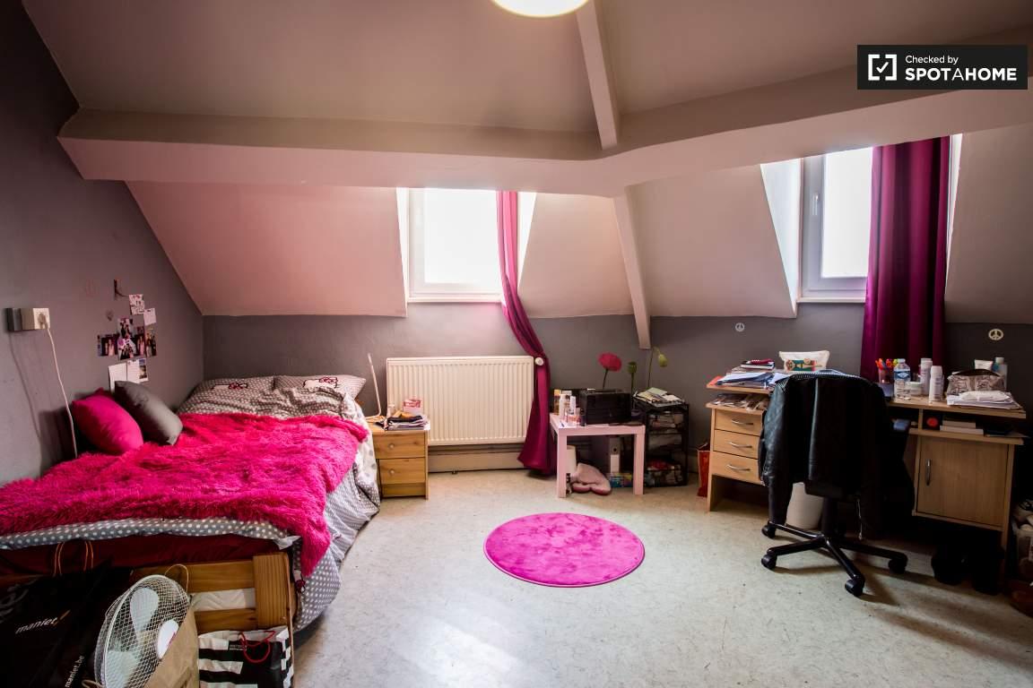 Bedroom 6 (upper floor)