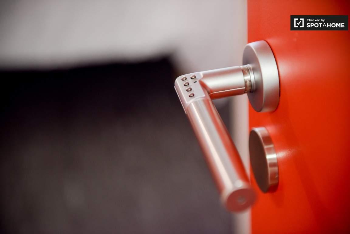Door Handle (Monplaisir)