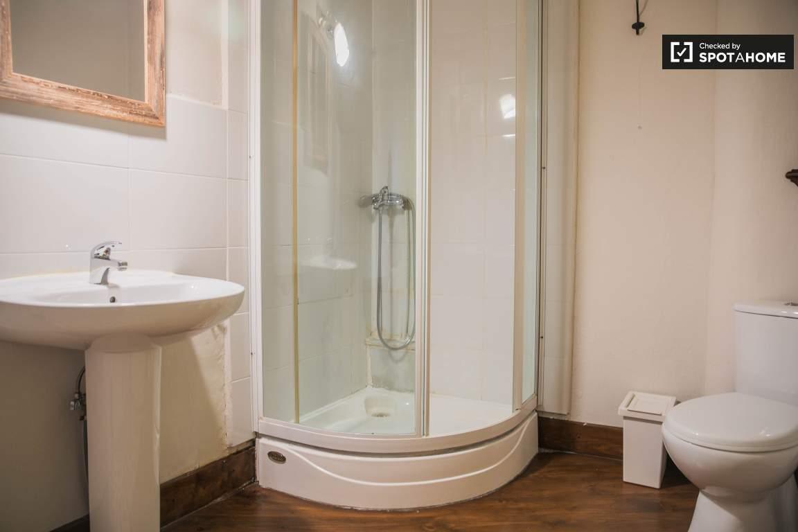 Bedroom 2 ensite bathroom