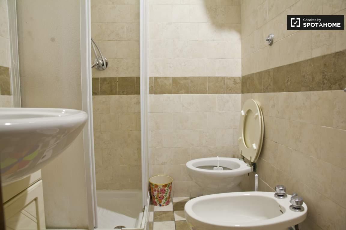 Bathroom 3 (ensuite room 4)