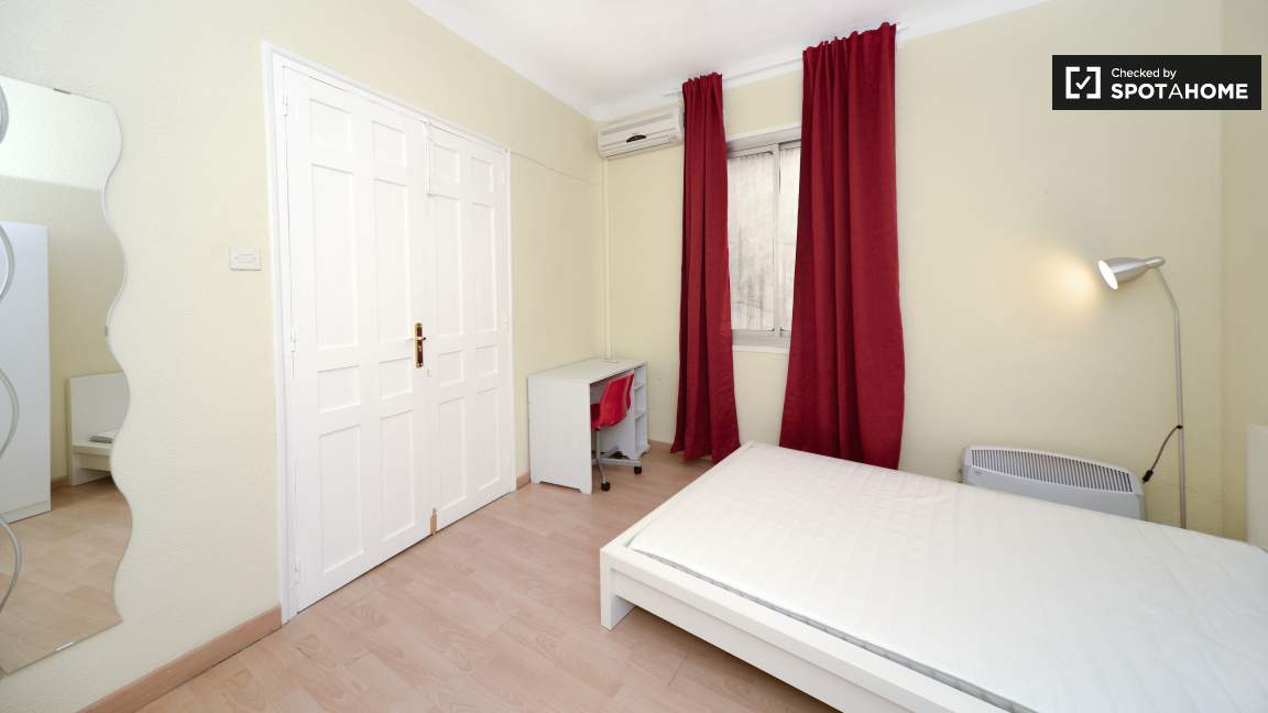 Room 4 Single Bed 80216
