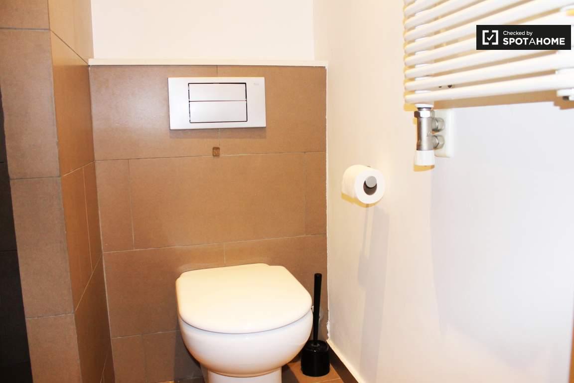 Bathroom 1 Toilet