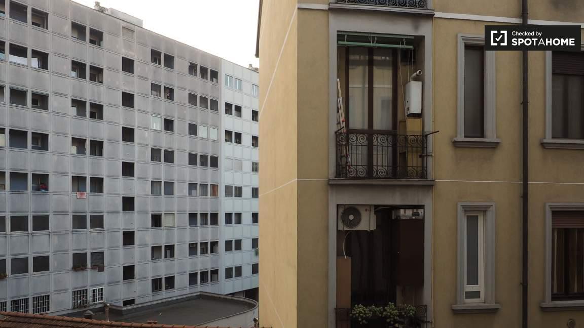 Balcony (courtyard view)