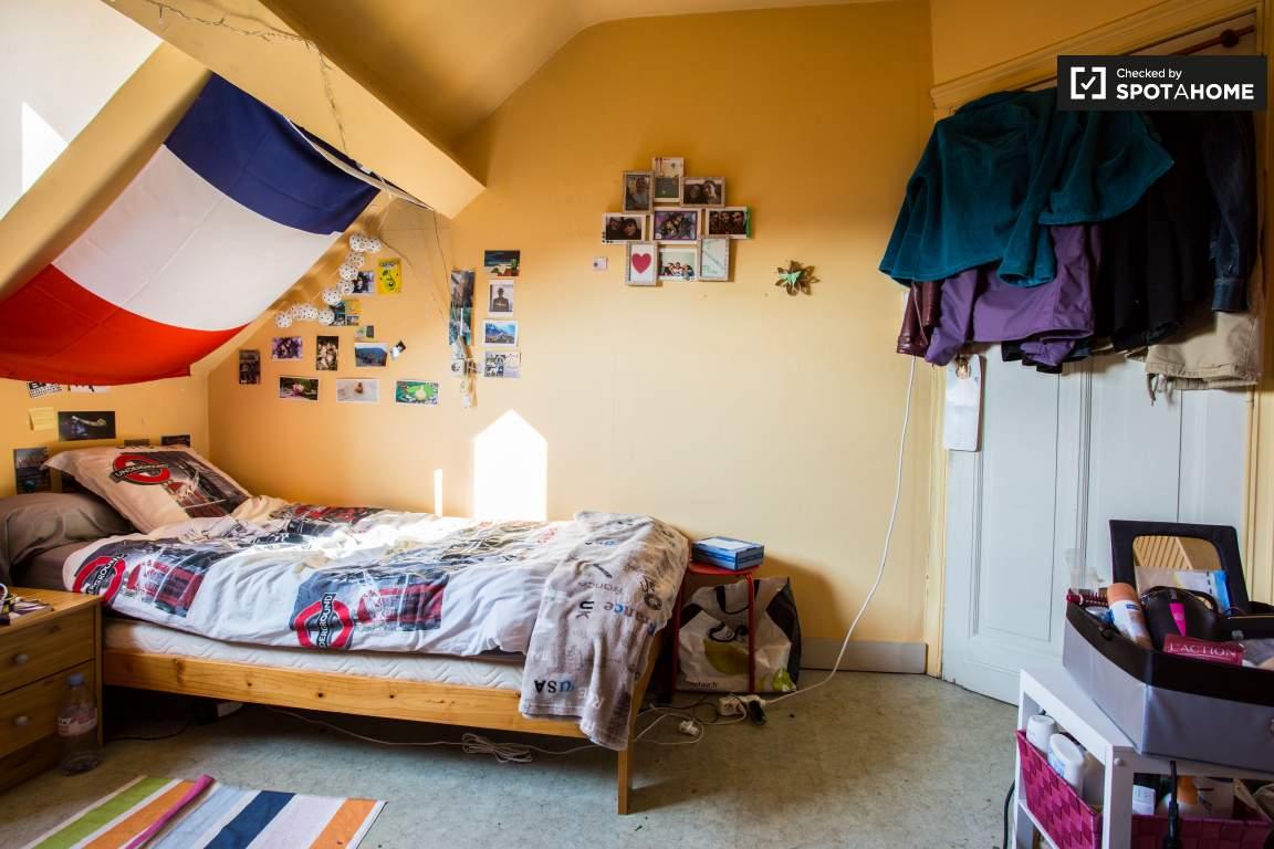 Bedroom 7 (upper floor)